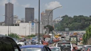 Embouteillages à l'entrée du Plateau, un quartier d'Abidjan.