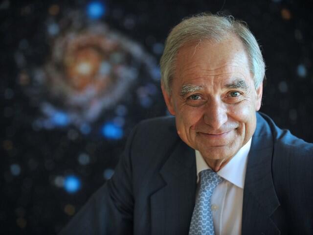 Nhà thiên văn André Brahic.