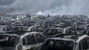 疑似天津大爆炸中受損的法國雷諾進口中國汽車