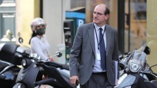 Jean Castex sale de una reunión por videoconferencia con el presidente Emmanuel Macron y alcaldes franceses, el 19 de mayo de 2020 en el palacio del Elíseo, en París
