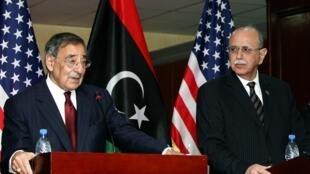 美國防部長帕內塔訪問利比亞。