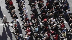 Novo dia de protesto na Grécia, às vésperas da votação de um novo plano de austeridade considerado mais rigoroso que os anteriores.