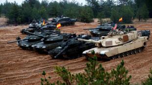 Lực lượng Mỹ, Đức, Tây Ban Nha và Ba Lan tại Latvia ngày 23/10/ 2018 chuẩn bị tham gia cuộc tập trận của NATO.