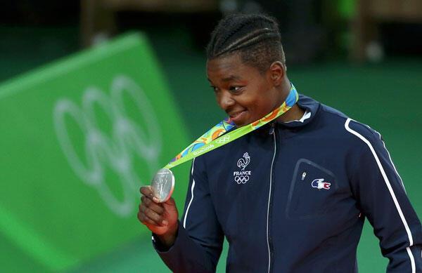 Audrey Tcheumeo, championne du monde  en judo des - 78kg, pose avec sa médaille d'argent remportée aux  JO 2016 à Rio de Janeiro au Brésil, le 11/08/2016. .