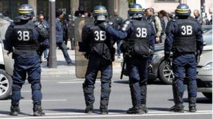 Milhares de policiais estão mobilizados neste domingo, 7 de maio de 2017, no segundo turno da eleição presidencial da França