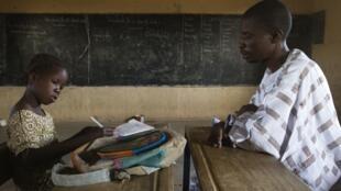 Un écolier malien à l'école, à Gao, au Mali, le 12 avril 2013.