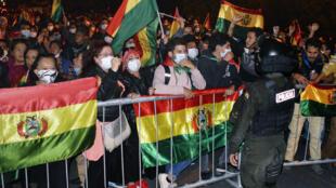 Manifestation contre les résuultats partiel de la présidentielle bolivienne donnant Luis Arce, candidat du MAS, parti d'Evo Morales, largement gagnant, le 21 octobre à Santa Cruz.