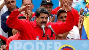 Президент Венесуэлы Николас Мадуро заявил, что испытывает гордость за введенные против него американским правительством санкции.