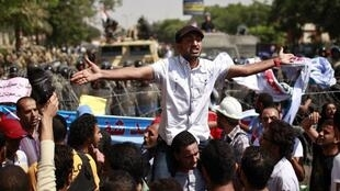 Dès l'annonce des décisions de la Haute Cour constitutionnelle, les révolutionnaires égyptiens sont allés manifester devant la Cour suprême, le 14 juin 2012.