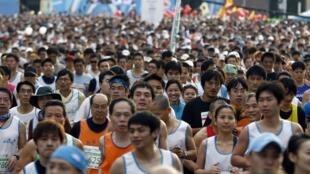 2010年12月19日三萬多人參加台北馬拉松比賽。