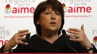 Bà Martine Aubry, Thư ký thứ nhất đảng Xã hội Pháp phát biểu sau khi có kết quả vòng đầu.