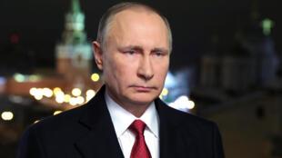 """ولادیمیر پوتین از مأموران """"کا گ ب"""" بود که به محض رسیدن به قدرت در روسیه، دوستان و همکاران سابق خود را در مقامها و مناصب کلیدی و امنیتی روسیه قرار داد."""