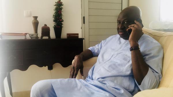 Le Premier ministre Aristides Gomes démis de ses fonctions par Umaro Sissoco Embalo, lors d'une interview à RFI, à Bissau, le 1er mars 2020.