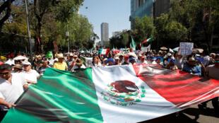 Manifestation contre la politique de Donald Trump à l'égard du Mexique et des immigrants, le 12 février à Mexico.