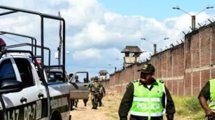 Unos 2 300 policías ingresaron en la madrugada al recinto carcelario, donde había unos 5 200 reclusos, para tomar su control.