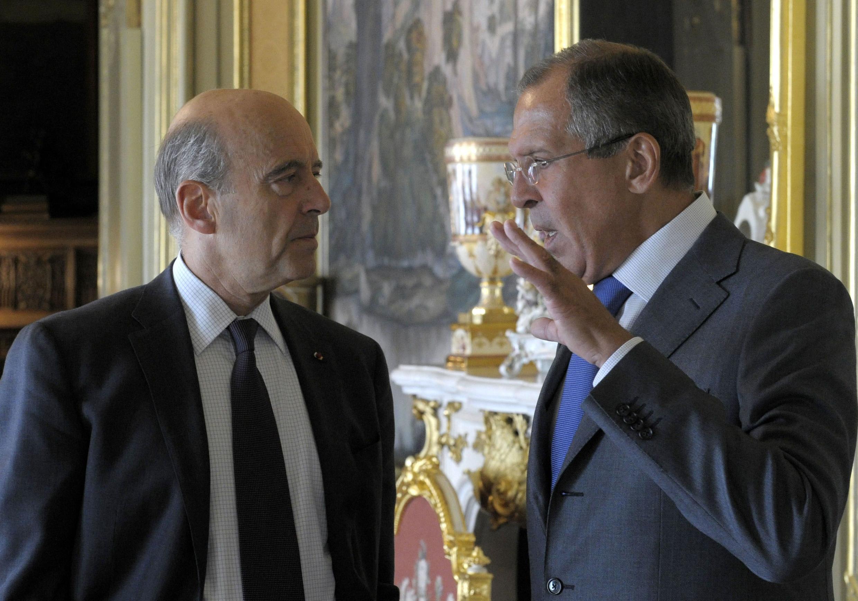 Глава МИДа Франции Ален Жюппе (слева) и его российский коллега Сергей Лавров в Москве 7 сентября 2011