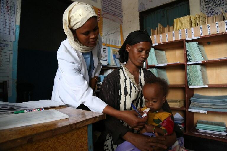 Un enfant de 14 mois souffrant de malnutrition. Il est soigné au centre de santé de Ogolcho, en Ethiopie, région en proie à une sécheresse particulièrement forte, fin janvier 2016.
