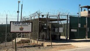 Entrada da prisão de Guantanamo, em Cuba.