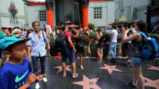 美国加州好莱坞街头的中国游客。摄于2017年8月3日。
