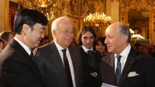 ZHAI Jun, ambassadeur de Chine en France ; Alain Mérieux, président du Comité des mécènes pour le Cinquantenaire, et Laurent Fabius, ministre des Affaires Etrangères.