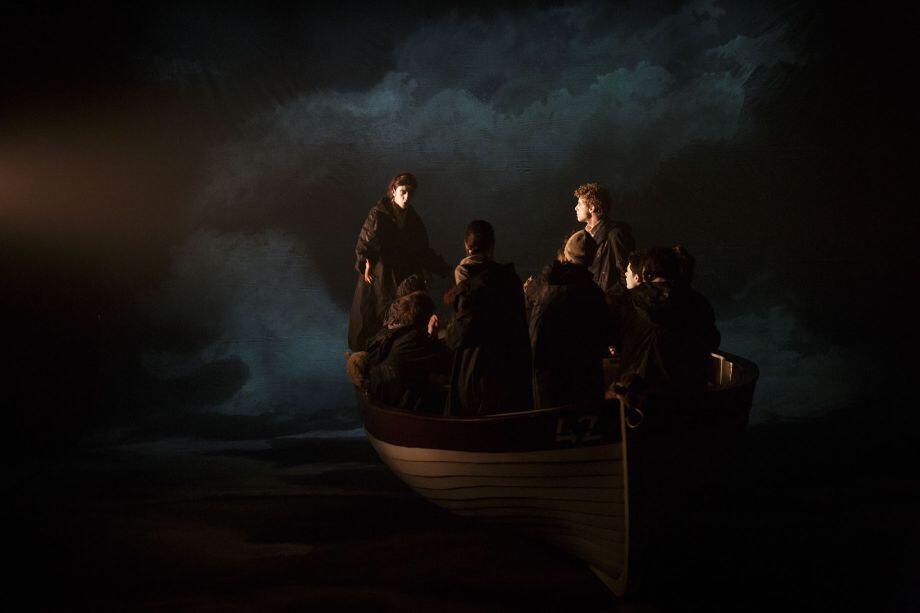Спектакль «Плот Медузы» Тома Жолли посвящен трагедии беженцев.