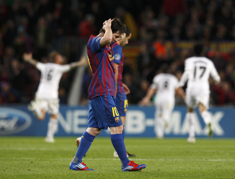 O jogador argentino Lionel Messi, do Barcelona, expressa sua tristeza após empate contra o Chelsea, nesta terça-feira, 24 de abril..