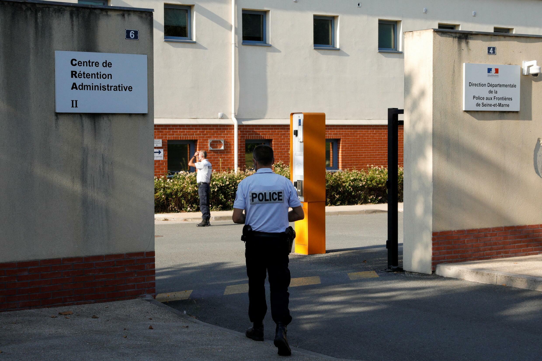 centre de rétention - migration - migrants mesnil-amelot