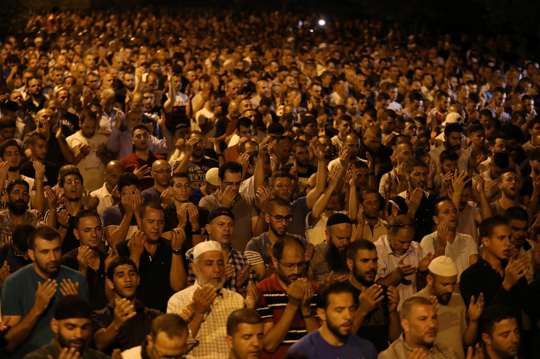 耶路撒冷老城7月23日,无数巴勒斯坦人抗议以色列在清真寺广场设置安全门。