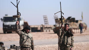 Forças Democráticas da Síria (FDS), ao norte da cidade de Raqqa.