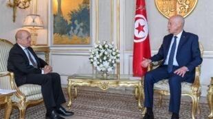Kais Saied rais wa Tunisia akiwa na Jean-Yves Le Drian Waziri wa Mambo ya nje wa Ufaransa