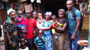 Orphelins d'Ebola dans la commune de Kaloum à Conakry. Une famille soutenue par l'ONG AFA – Aide à la Famille Africaine.