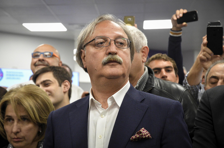 Григол Вашадзе выдвигался от оппозиционного объединения «Сила в единстве», куда вошла партия «Единое национальное движение» (ЕНД), основанная экс-президентом Михаилом Саакашвили
