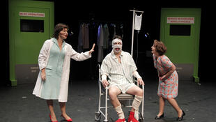 """La obra """"Claxon, Trompetas y Cohetes"""" de Dario Fo en el teatro Nanterre-Amandiers."""