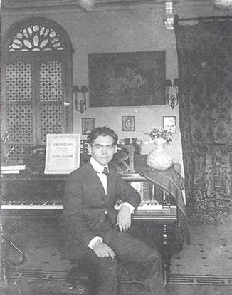 فدریکو گارسیا لورکا پیانو خوب مینواخت و روی شعرهای خود آهنگ میساخت