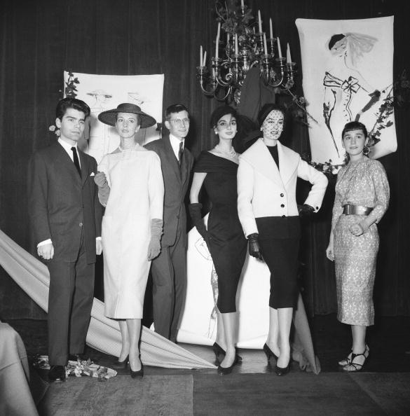 Karl Lagerfeld et Yves Saint Laurent, le 11 décembre 1954, au concours du Secrétariat International de la Laine.