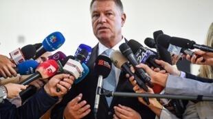 «Il y a encore du travail», a prévenu le président sortant Klaus Iohannis. Ici après avoir voté, le 10 novembre 2019 à Bucarest.
