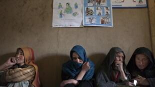 L'ONG Human Rights Watch, a alerté en début de semaine contre ce projet en publiant un communiqué qui dénonce le fait même que l'administration Karzai ait pu avoir l'idée de réintroduire ces punitions d'un autre temps.