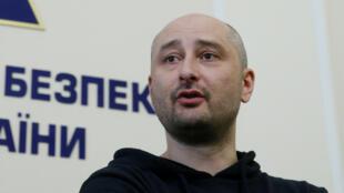Nhà báo Nga Arkadi Babtchenko xuất hiện tại Kiev, hôm 30/04/2018, 24 giờ sau khi có tin bị ám sát.