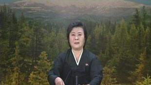C'est en pleurs que la présentatrice du journal télévisé nord-coréen a annoncé la mort du dirigeant Kim Jong-il. Par la suite, des scènes d'hystérie collective ont été observées dans le pays.