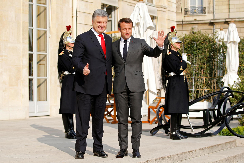Эмманюэль Макрон принимает Петра Порошенко в Елисейском дворце 12 апреля 2019