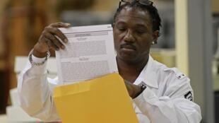 Dépouillement du scrutin présidentiel à Palm Beach, le 9 novembre 2012.