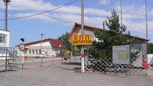 Le poste de contrôle Dityatki à l'entrée de la zone d'exclusion de Tchernobyl en Russie.