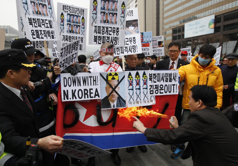 Mercredi 19 mars, des Sud-Coréens manifestent contre le dictateur nord-coréen, dans les rues de Séoul.