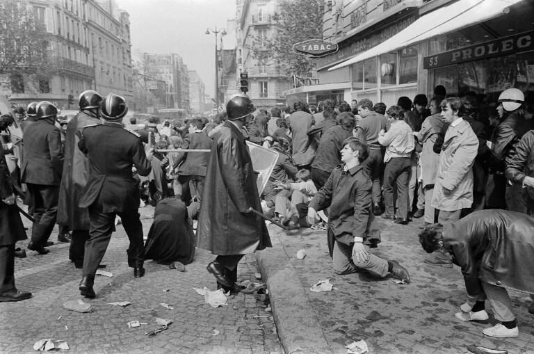 اعتراضات دانشجویی-کارگری ماه مه ۱۹۶۸پاریس که به جنبش دانشجویی شهرت دارد.