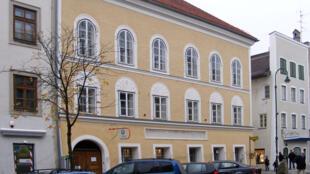 La maison de naissance d'Adolf Hitler à Braunau am Inn, en Autriche.