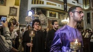 Los Coptos celebran el viernes santo en el Cairo, abrill 2017.