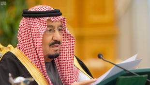 Le roi Salmane d'Arabie saoudite présente le budget 2017 du pays, le 22 décembre 2016.
