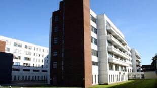 Les services d'urgences sont saturés en Irlande. (Sur la photo), les deux principaux bâtiments de l'hôpital Beaumont de Dublin en Irlande.