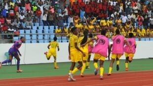 Les Sud-Africaines jubilent après le but de Thembi Kgatlana.