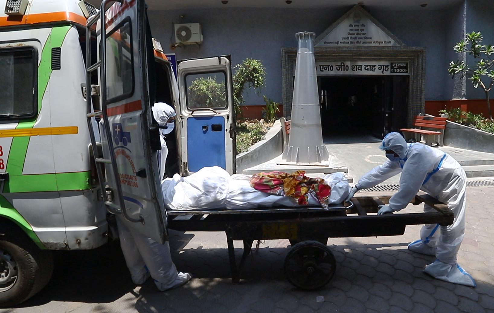 The body of a Covid-19 victim outside a crematorium in Delhi.
